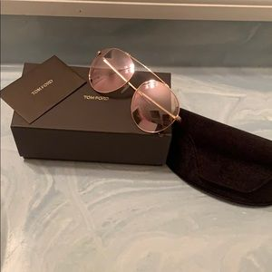 Tom Ford rose gold sunglasses!